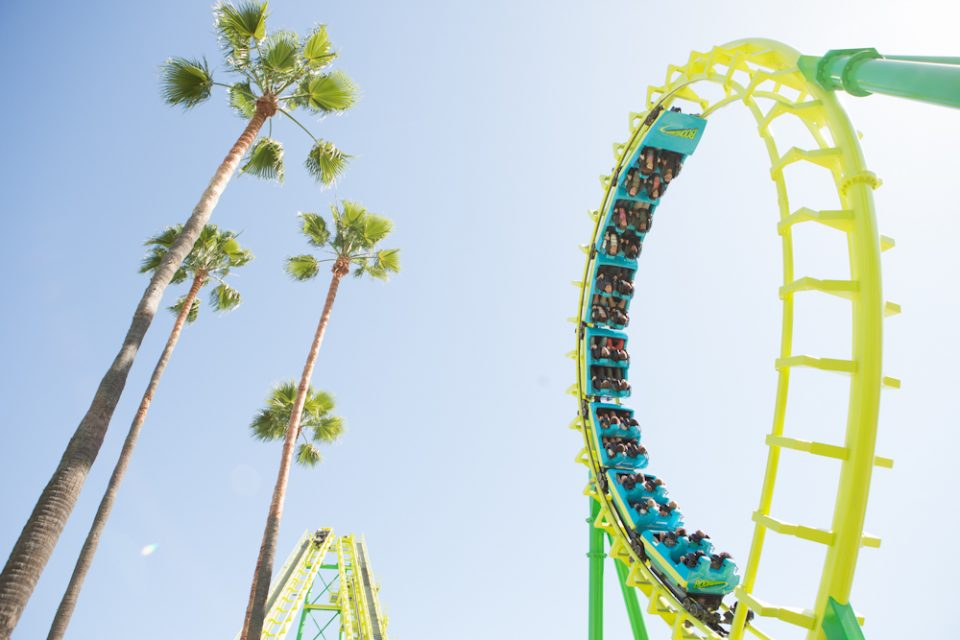 knotts-boomerang-2-towers-riders-go-upside-down-6-times